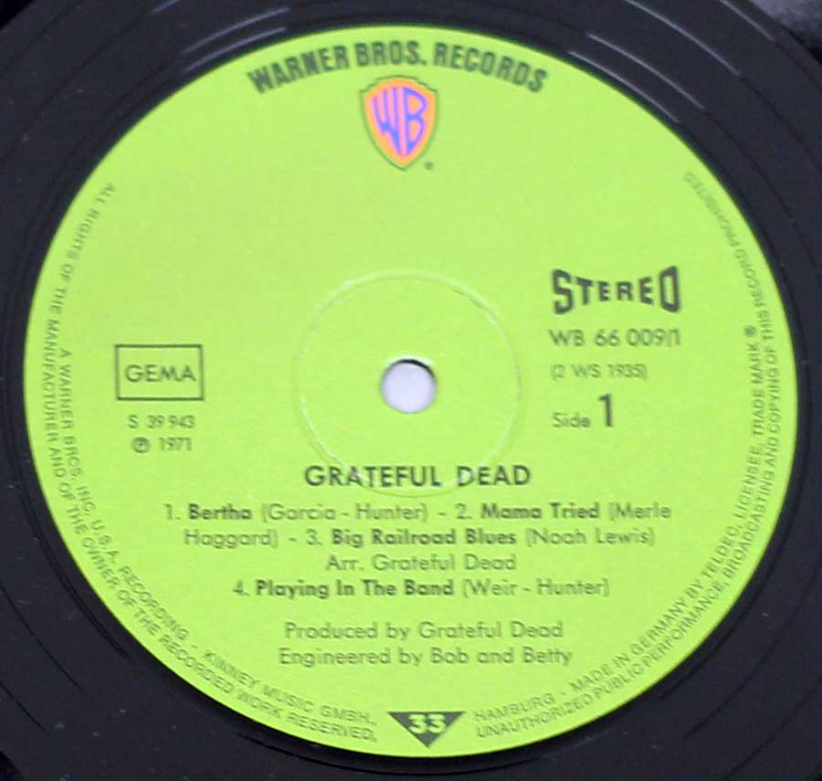 "Close up of record's label GRATEFUL DEAD - Live Aka Skull And Roses 2LP 12"" ALBUM VINYL Side One"