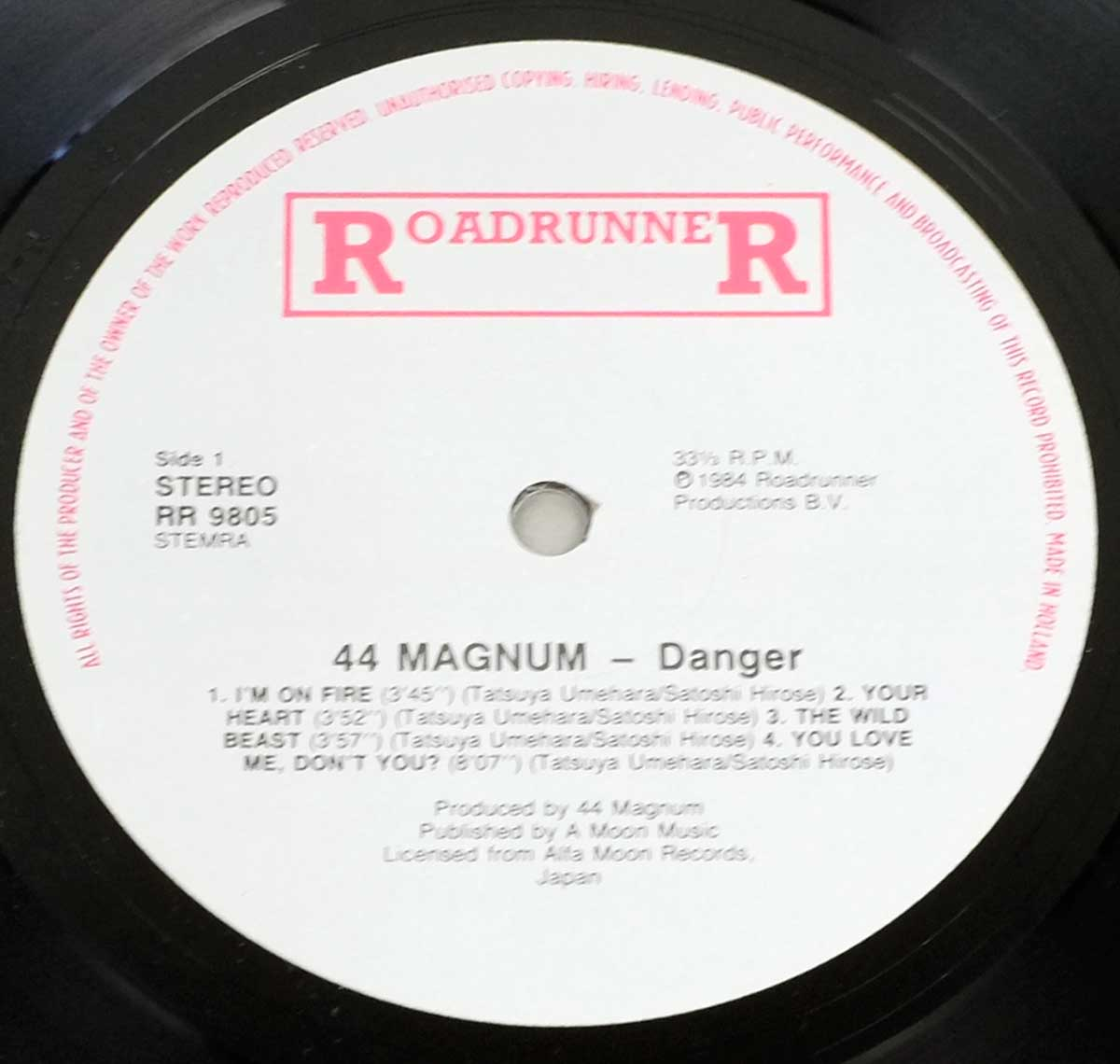 Enlarged High Resolution Photo of the Record's label 44 Magnum – Danger https://vinyl-records.nl